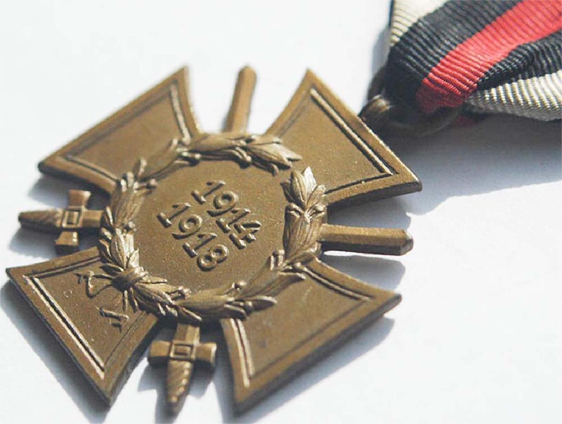 German WW1 WAR MEDAL w. SWORDS, ASSMANN - 4