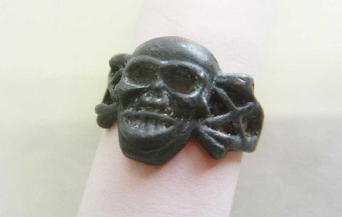 German WW2 Ring w. Skull & Bones, Trench Art