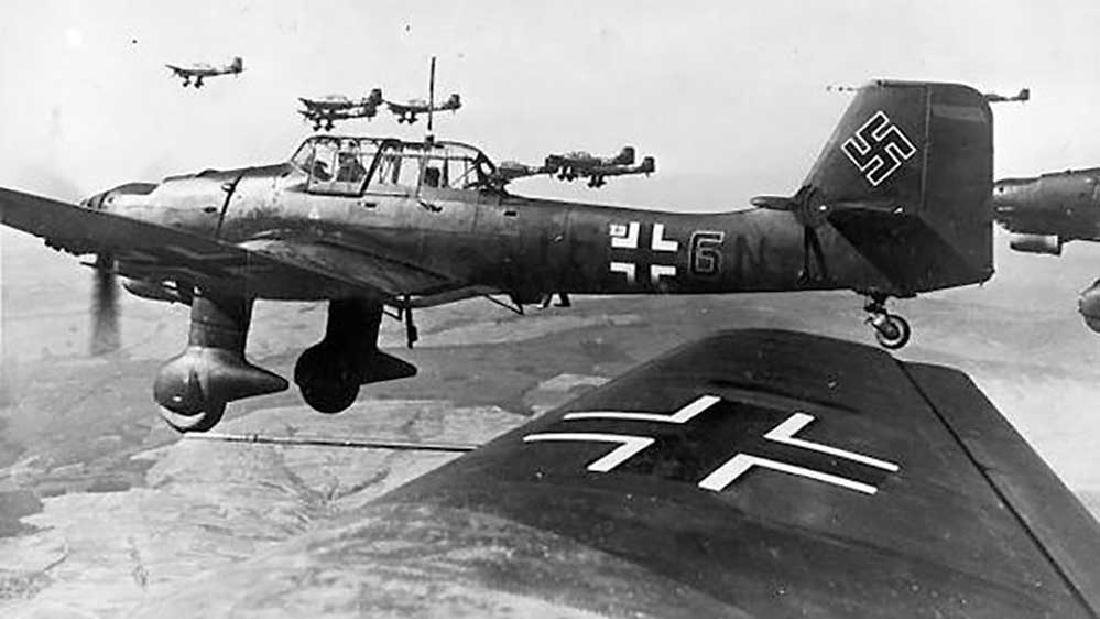 Unusual German WW2 VASE w. LUFTWAFFE EAGLE, 1942 - 5