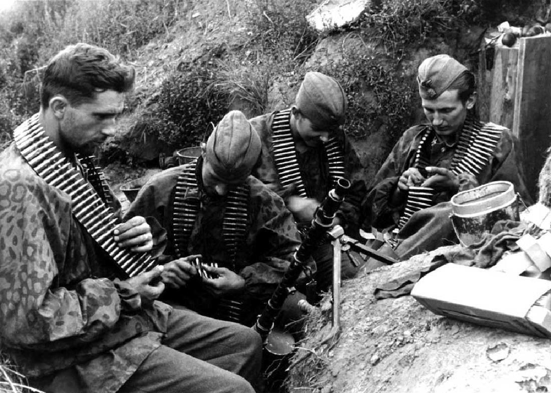 Original German WW2 Postcard w. SKULL & BONES - 10