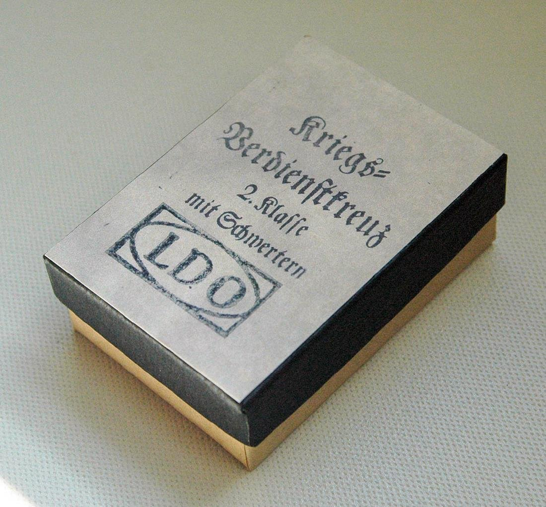 German WW2 LDO Box Etui for German Award, Badge