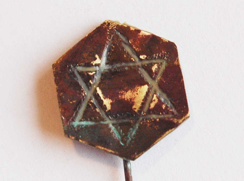 Original Jewish WW2 Pin Badge w. Star of David