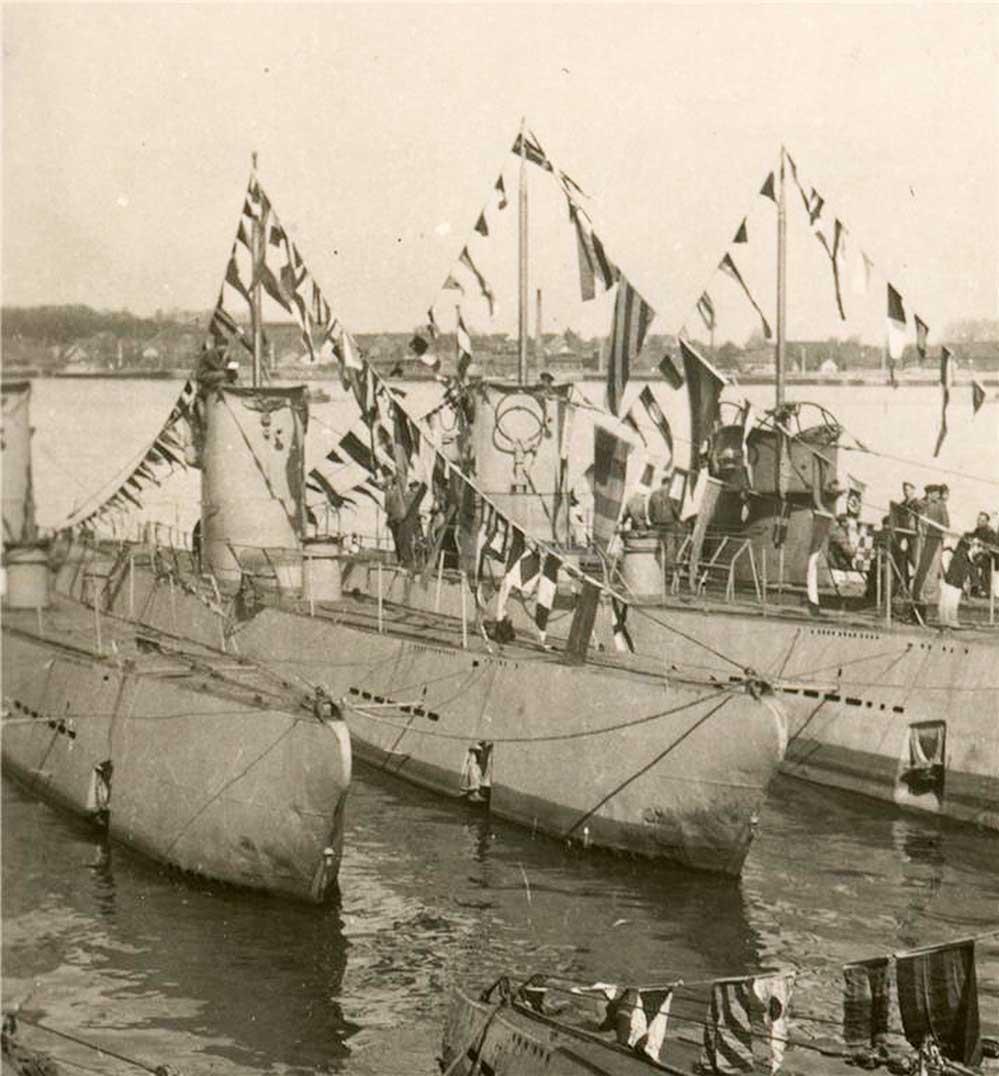 PHOTO U-BOATS w. KILL FLAGS, GERMAN WW2