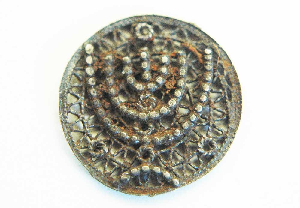 JEWISH WW2 BUTTON w. MENORAH fr. CONCENTRATION CAMP