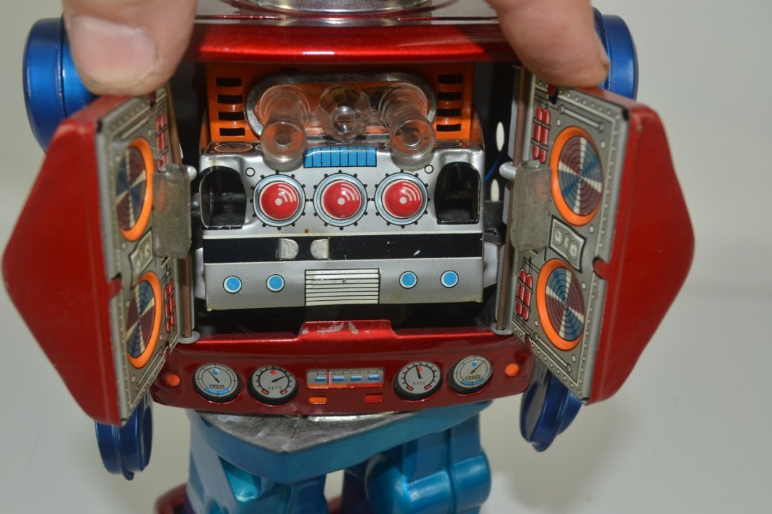 Japanese Tin Toy Robot - 5