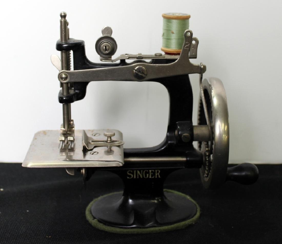 Toy Singer Sewing Machine - 1910 - 3