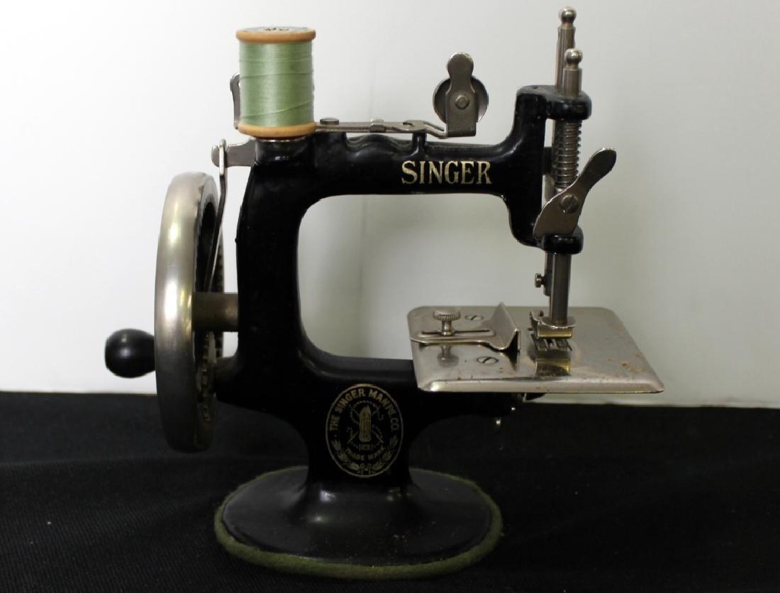 Toy Singer Sewing Machine - 1910 - 5
