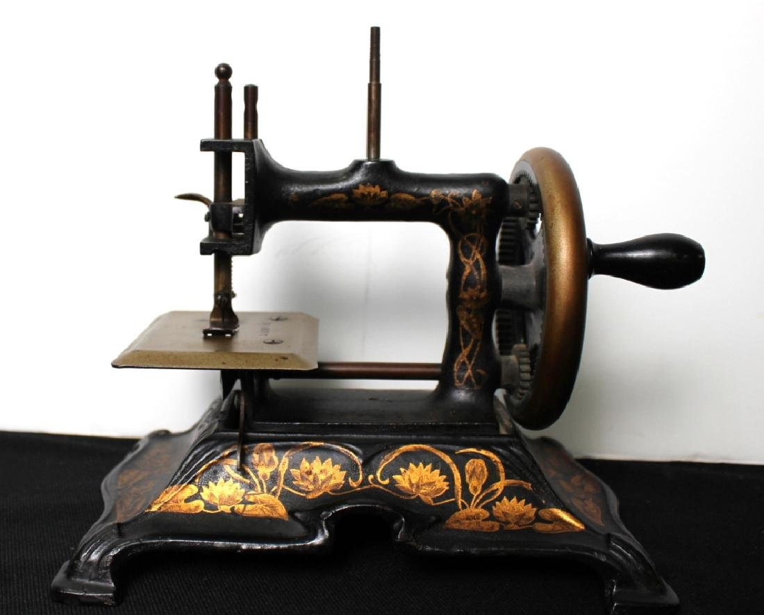 Toy Sewing Machine, Muller