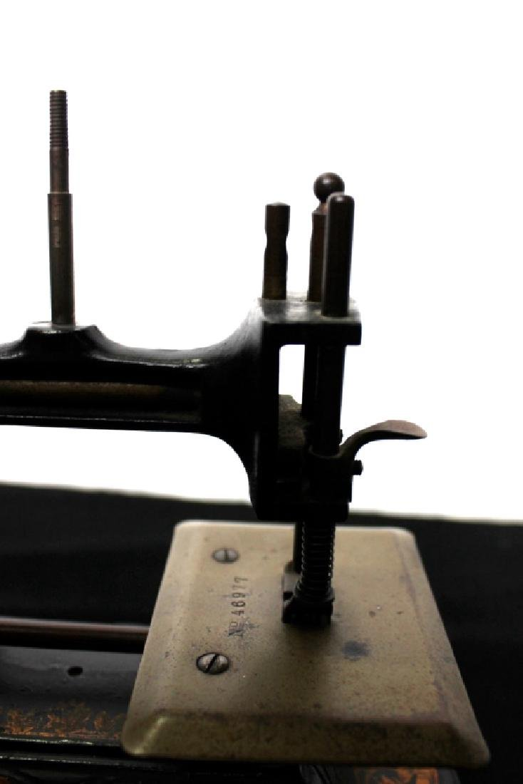 Toy Sewing Machine, Muller - 4