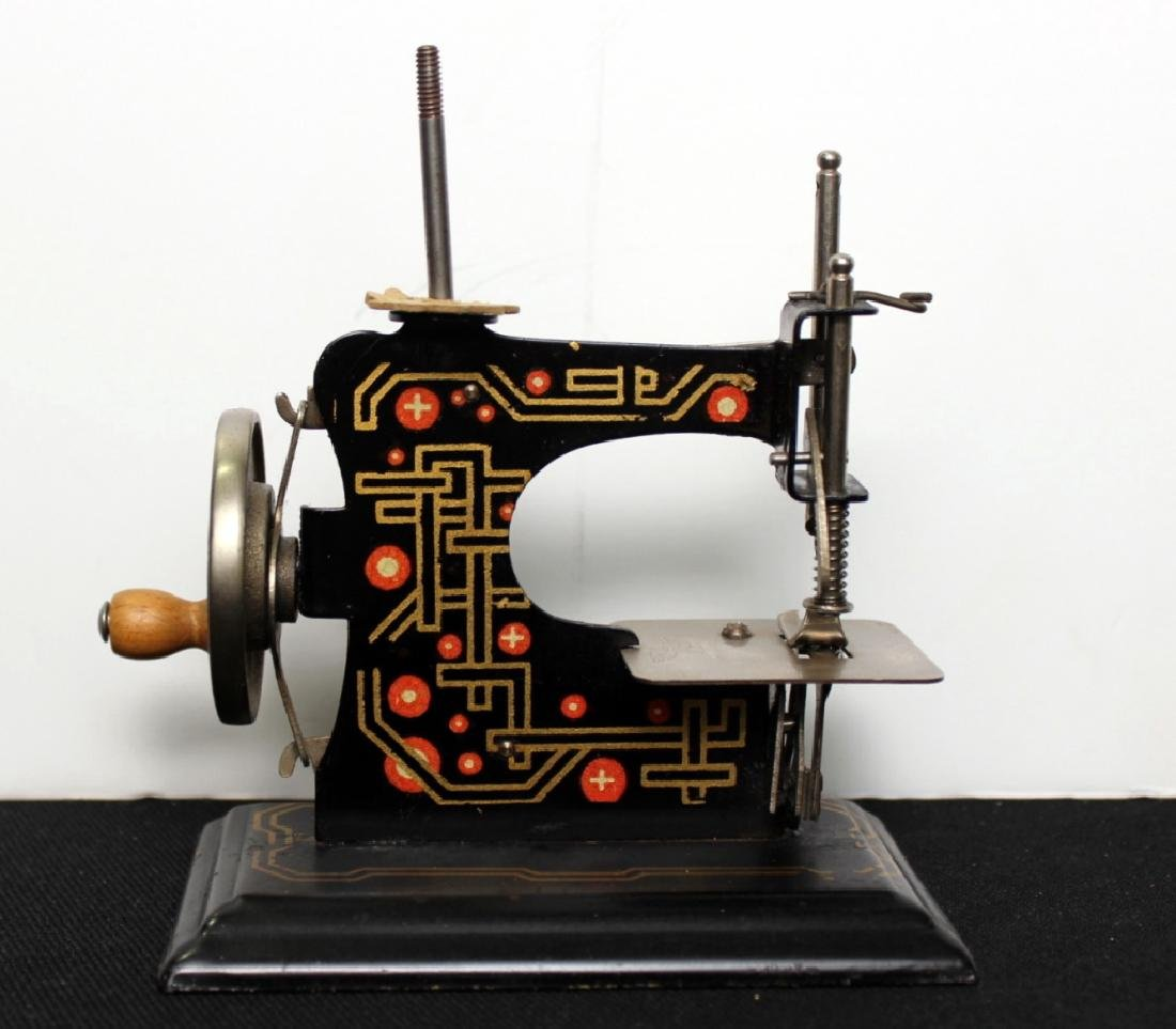 Casige Toy Sewing Machine - 3