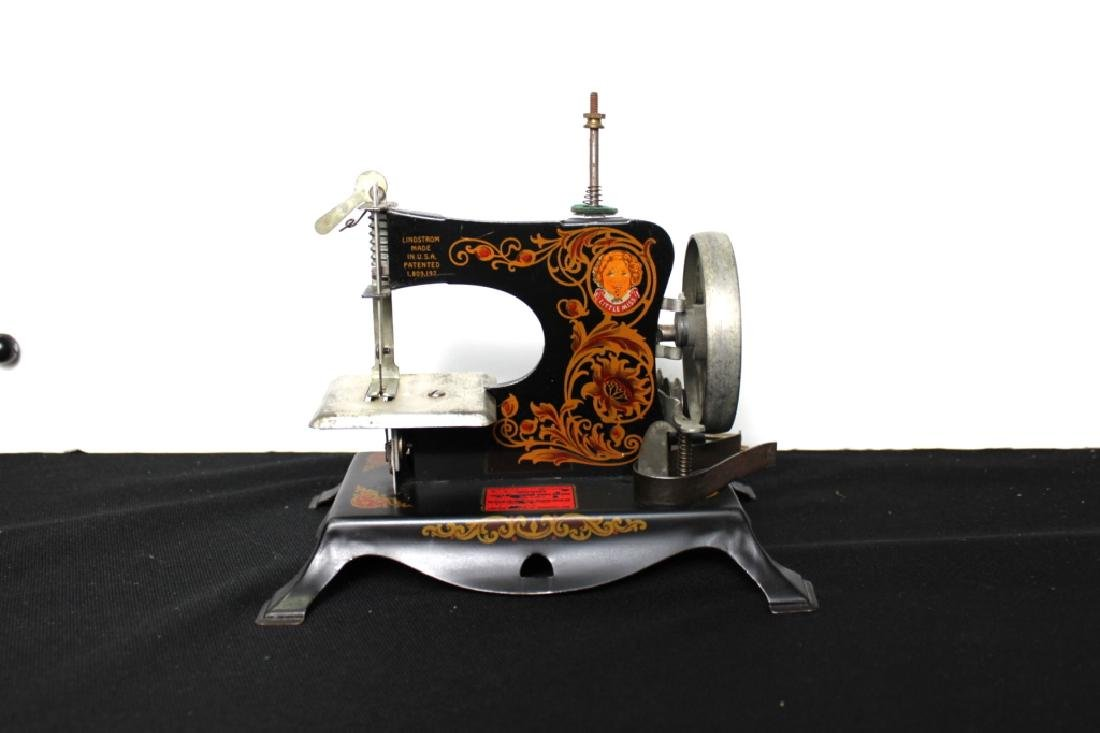 """Toy Sewing Machine - """"Little Miss"""""""
