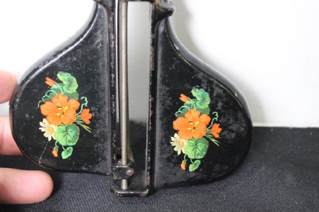 Victorian Rug Hooker - 4