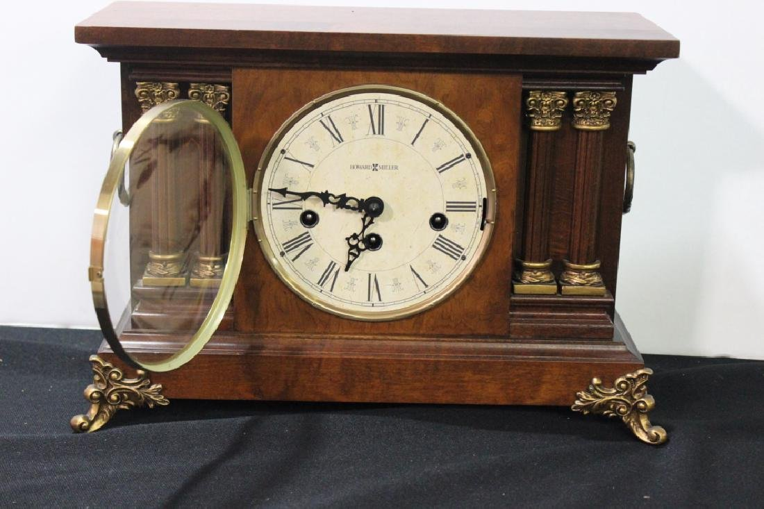 Howard Miller Mantle Clock w Key - 4