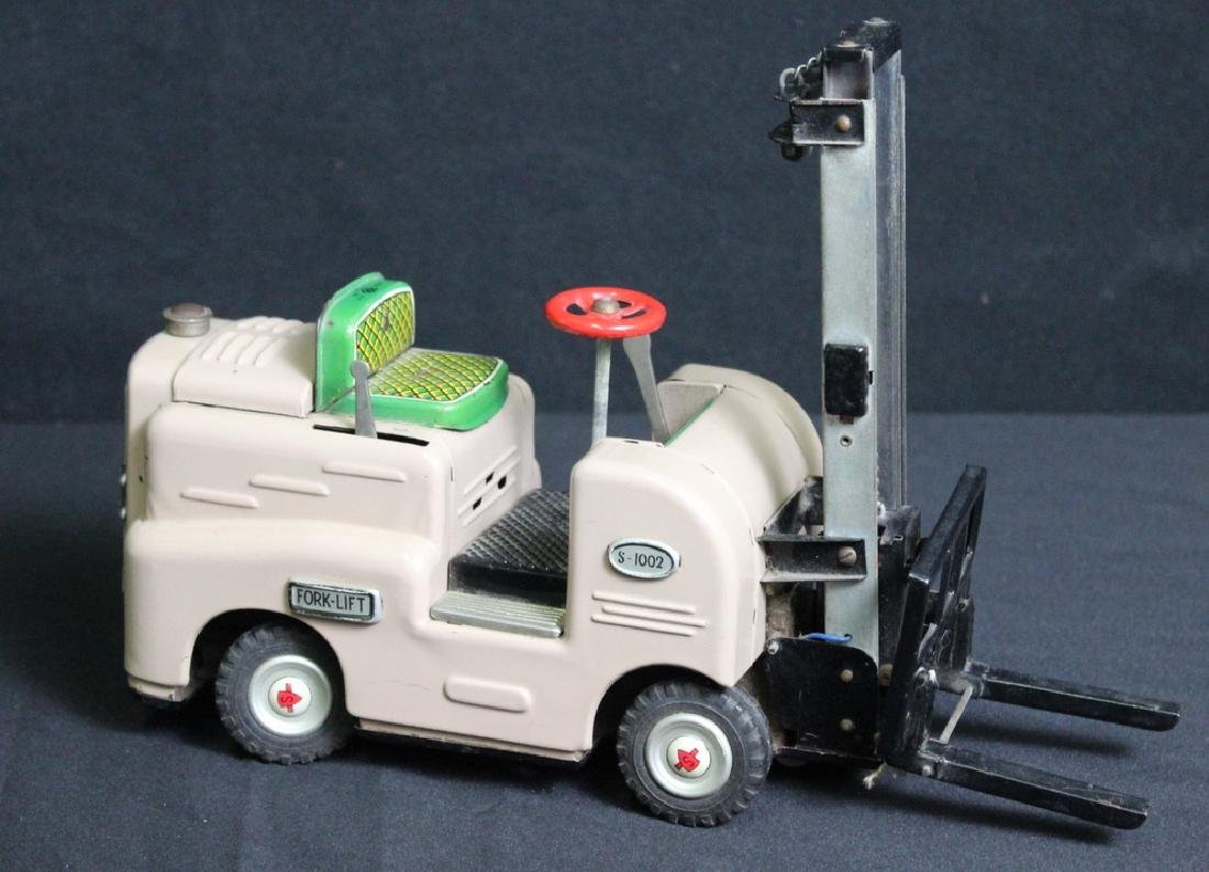 Modern Toys Fork Lift