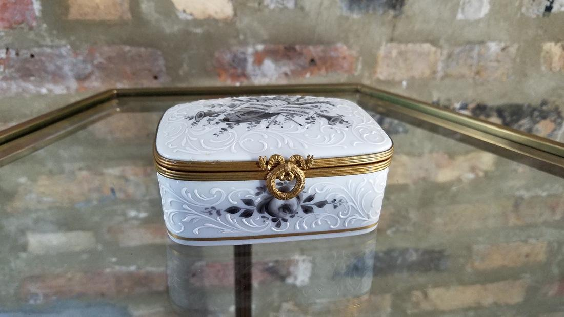 Bonwit Teller Made in France Porcelain Jewelry Box