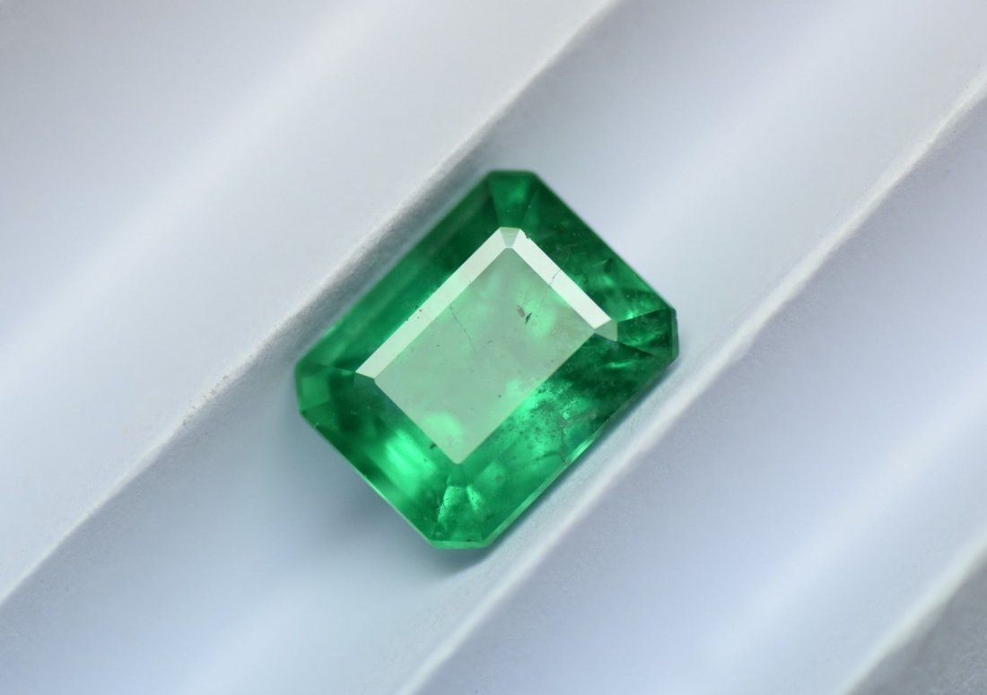 Loose stone 3.37 ct natural Colombian emerald