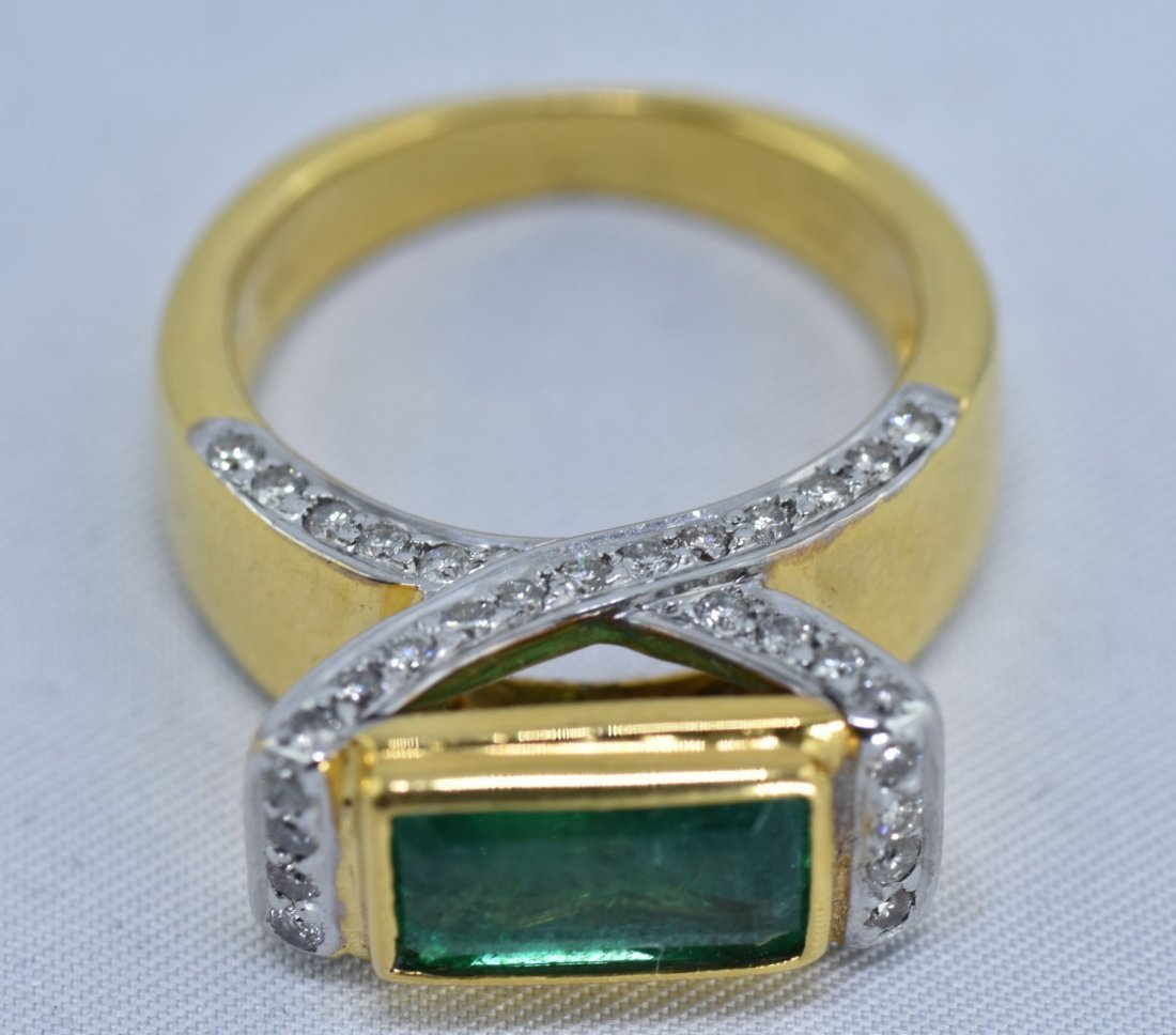 Emerald and Diamond  14KT yellow Gold Ring