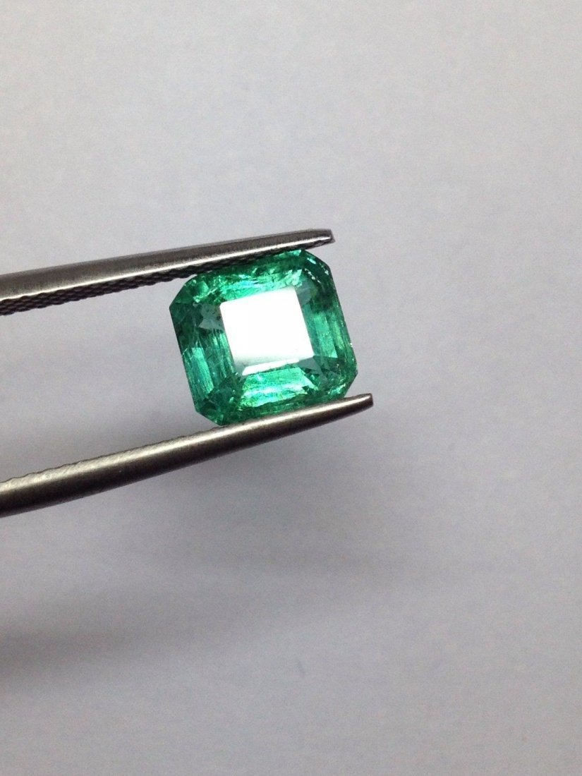 LOOSE STONE 2.35 CTS NATURAL EMERALD