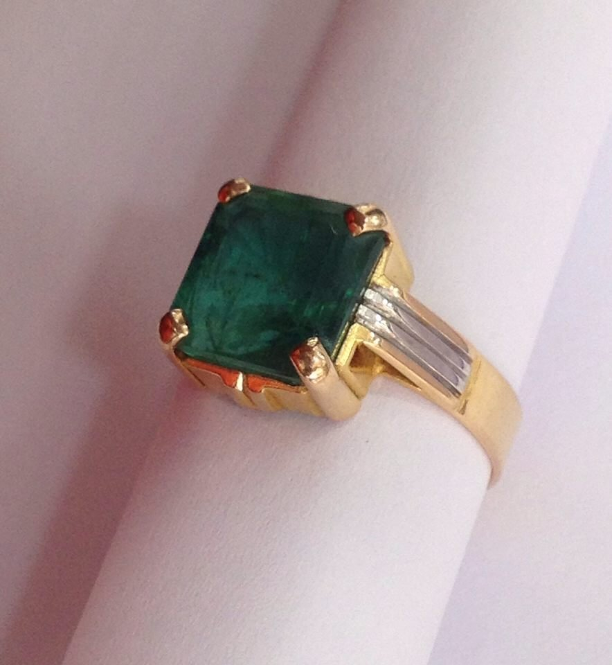 18 Kt yellow Gold Emerald Ring, 4.75 tcw - 5
