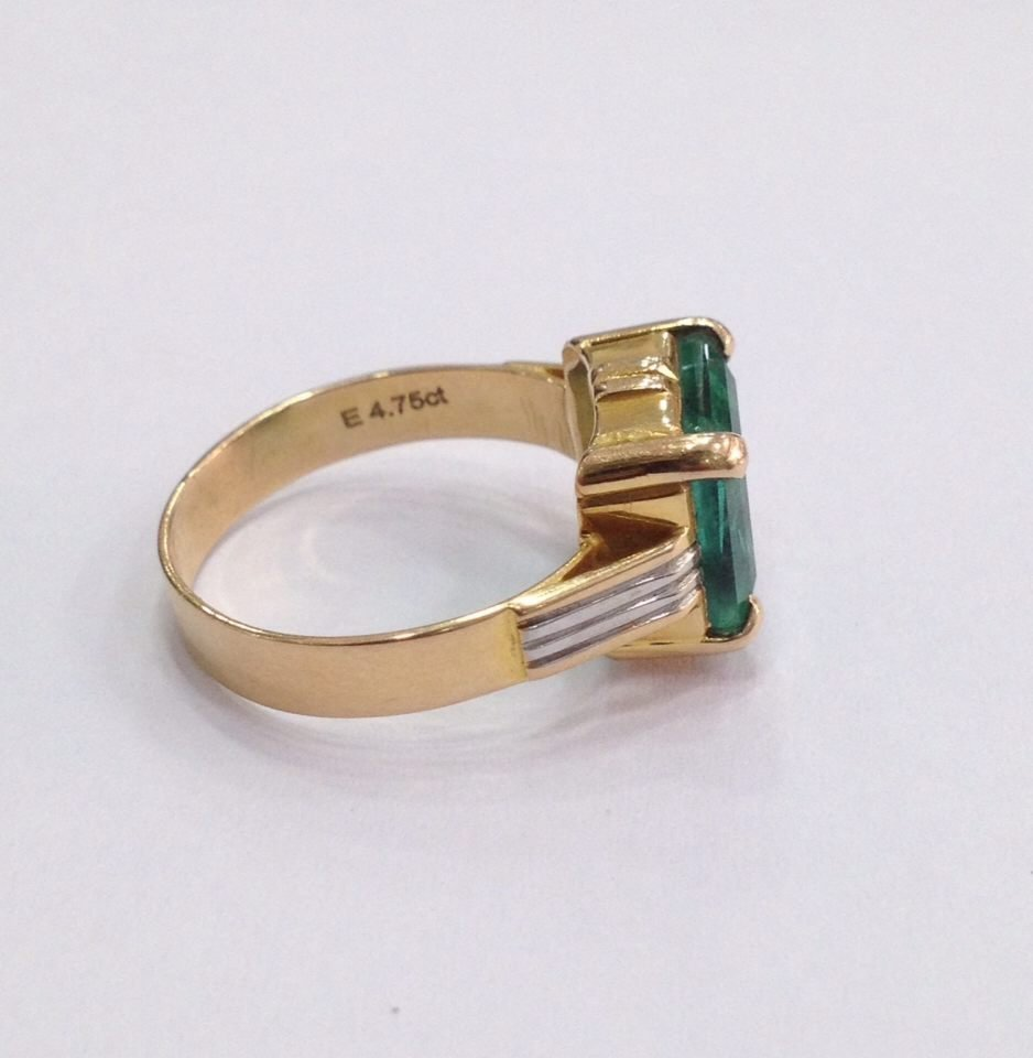 18 Kt yellow Gold Emerald Ring, 4.75 tcw - 8