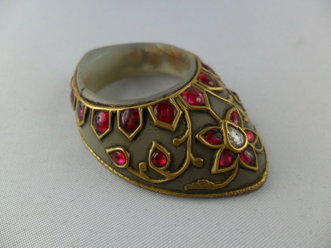 A fine Mughal style jade Archer's Thumb Ring - 2