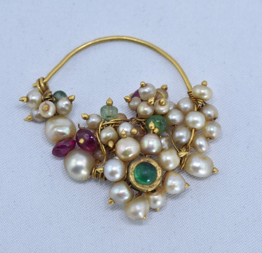 Mughal Indian 18 kt Gold, Pearl & Emerald Nose Ring