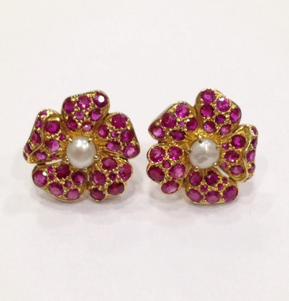 NATURAL BURMA RUBY AND PEARL 18 KT YELLOW GOLD EARRING