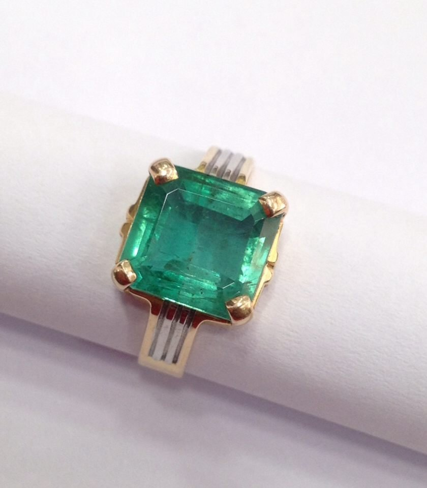 18 Kt yellow Gold Emerald Ring, 4.75 tcw