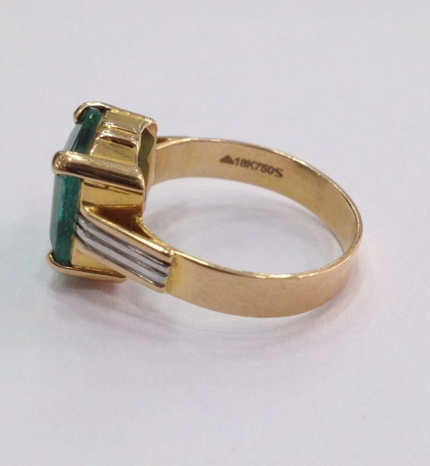 18 Kt yellow Gold Emerald Ring, 4.75 tcw - 7