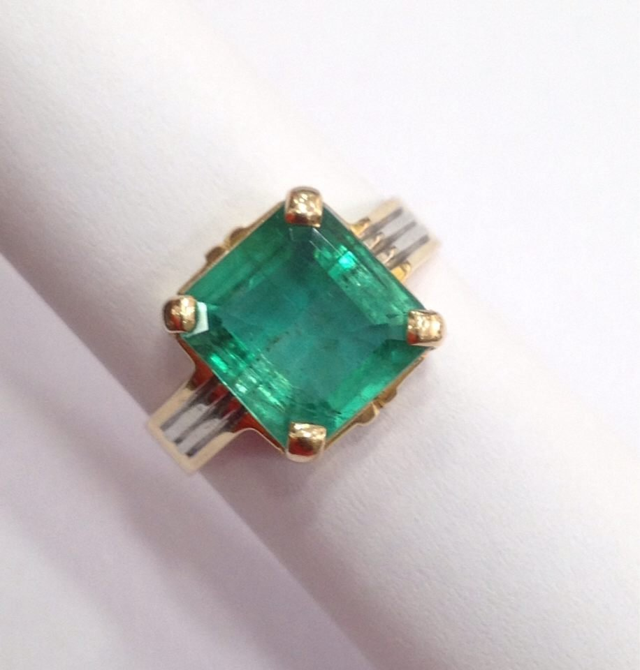 18 Kt yellow Gold Emerald Ring, 4.75 tcw - 9