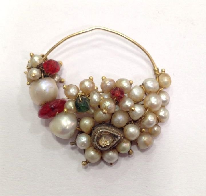 Mughal Indian 18 kt Gold and Natural Pearl  Nose Ring