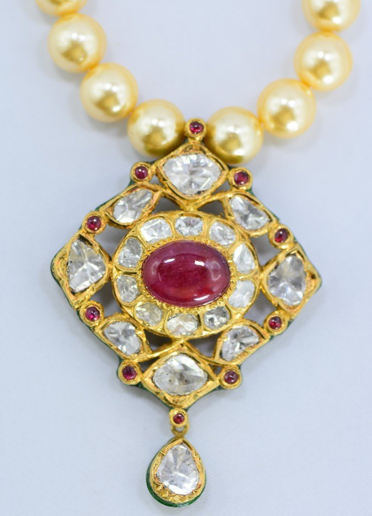 Indian 18 kt Gold Pendant with Diamonds and Rubies