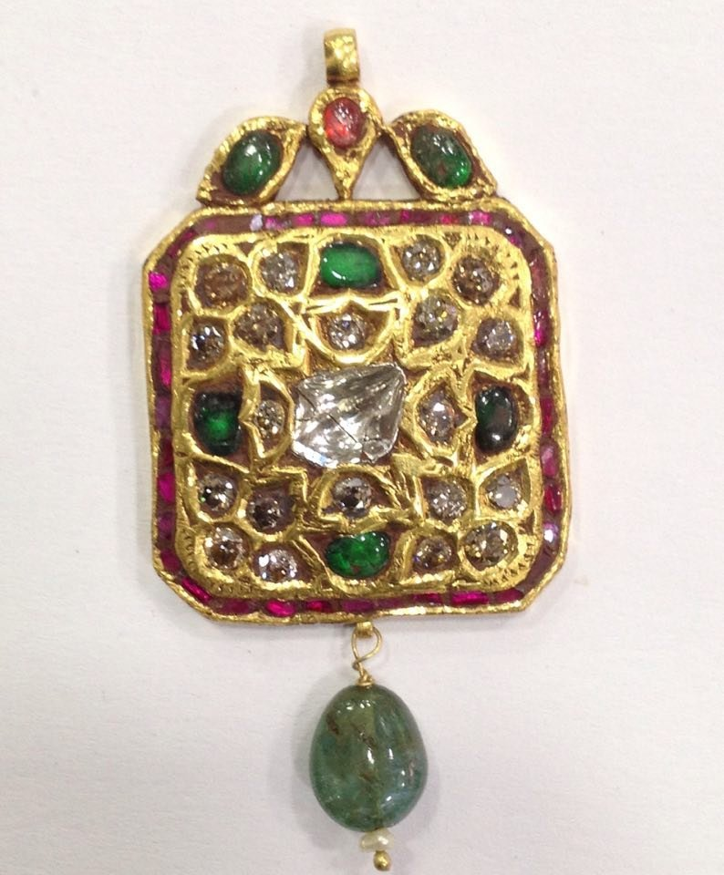Mughal style 18 kt Gold pendent with Natural Diamonds - 10