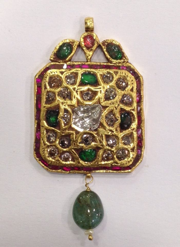 Mughal style 18 kt Gold pendent with Natural Diamonds