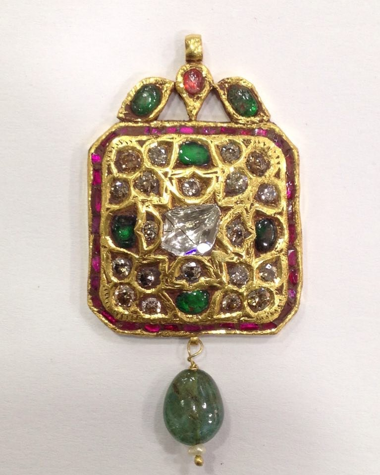 Mughal style 18 kt Gold pendent with Natural Diamonds - 5