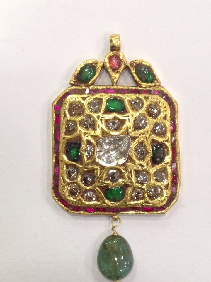 Mughal style 18 kt Gold pendent with Natural Diamonds - 8
