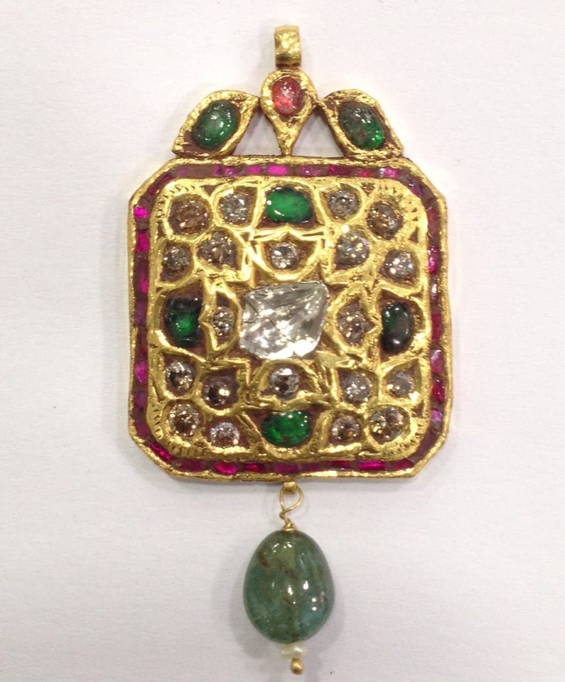Mughal style 18 kt Gold pendent with Natural Diamonds - 9