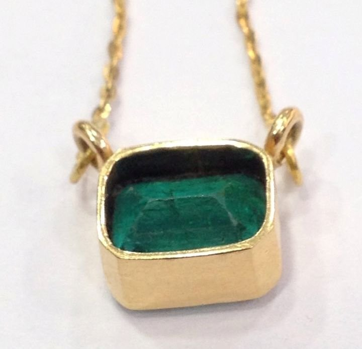 4.90 CT EMERALD 22 KT YELLOW GOLD PENDANT NECKLACE - 10
