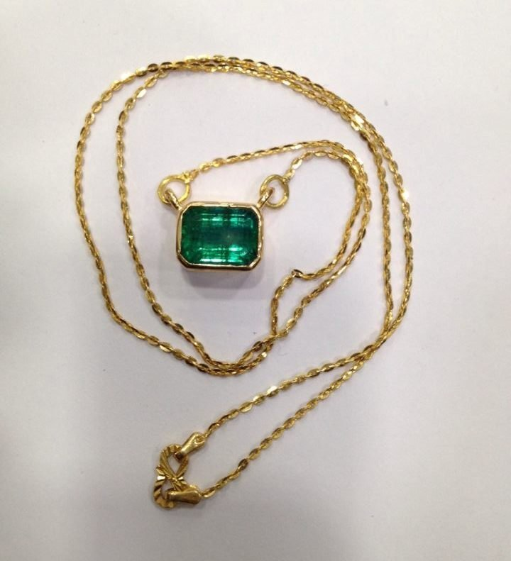 4.90 CT EMERALD 22 KT YELLOW GOLD PENDANT NECKLACE - 5