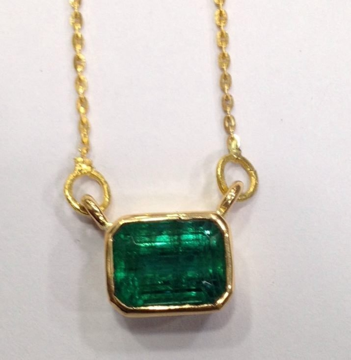 4.90 CT EMERALD 22 KT YELLOW GOLD PENDANT NECKLACE - 9