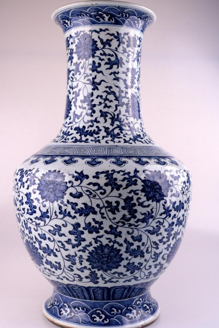 A BLUE&WHITE VASE