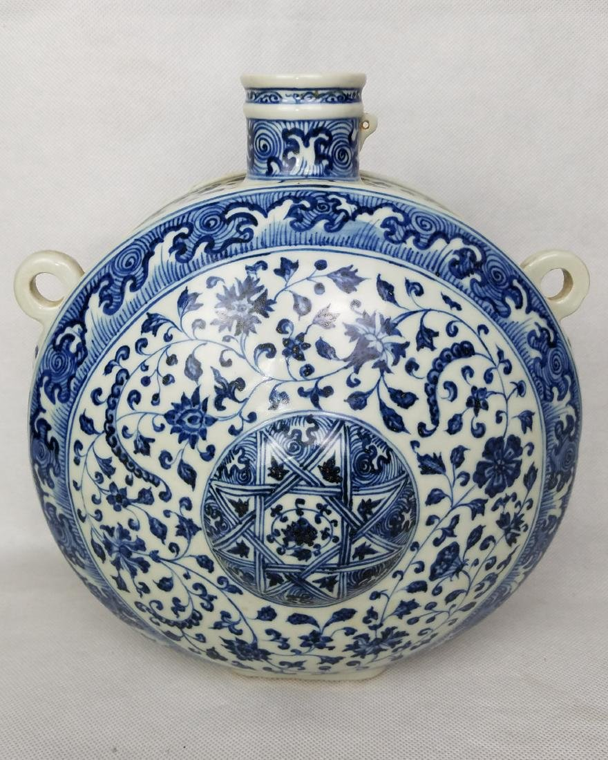 MING DYNASTY, A BLUE AND WHITE VASE