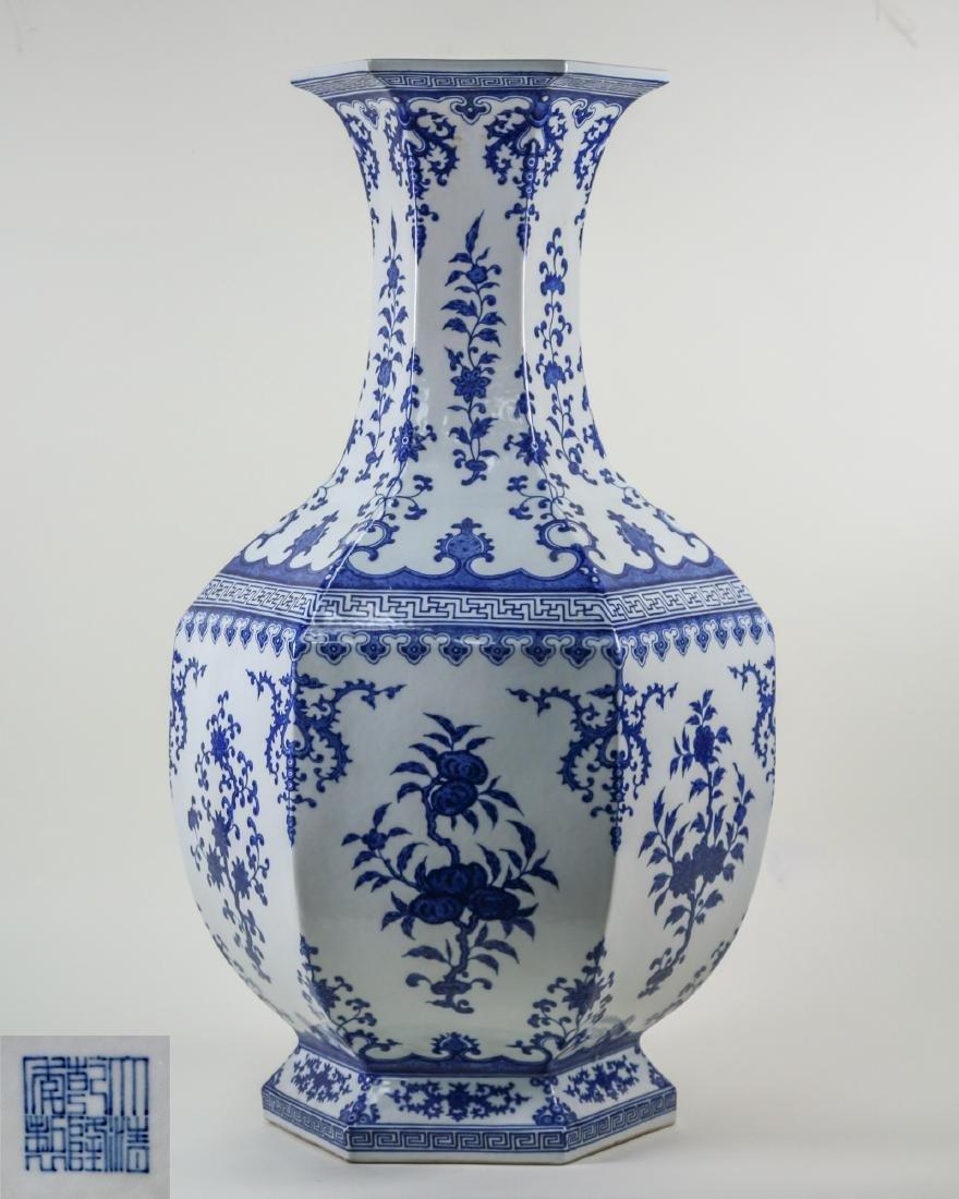DAQING QIANLONG NIANZHI MARK BLUE&WHITE LARGE VASE