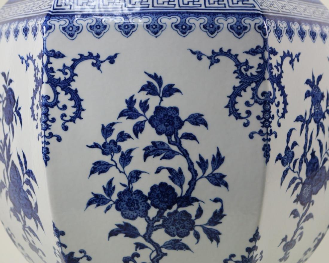 DAQING QIANLONG NIANZHI MARK BLUE&WHITE LARGE VASE - 4