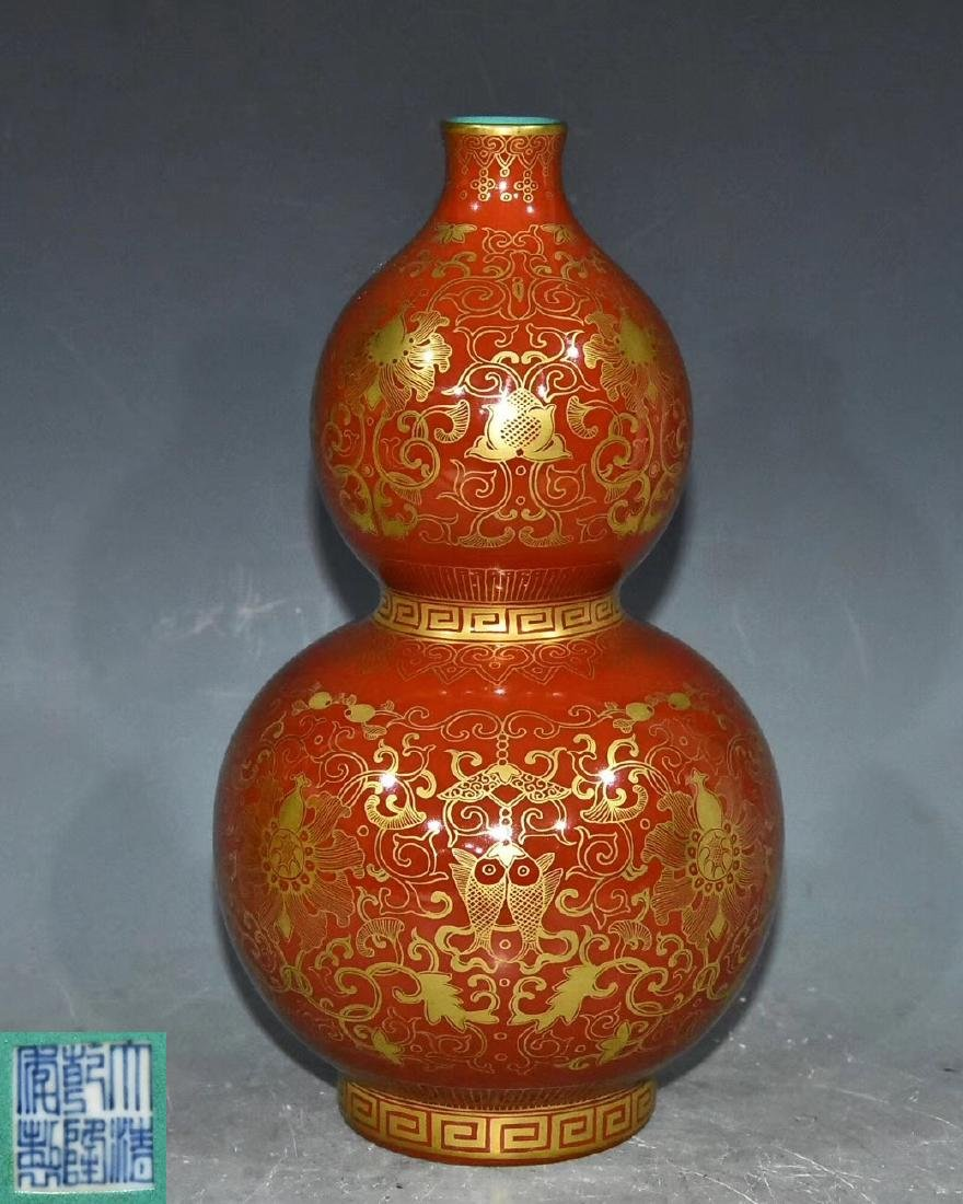 QING QIANLONG DYANSTY A IRON RED GOURD-SHAPED VASE WITH