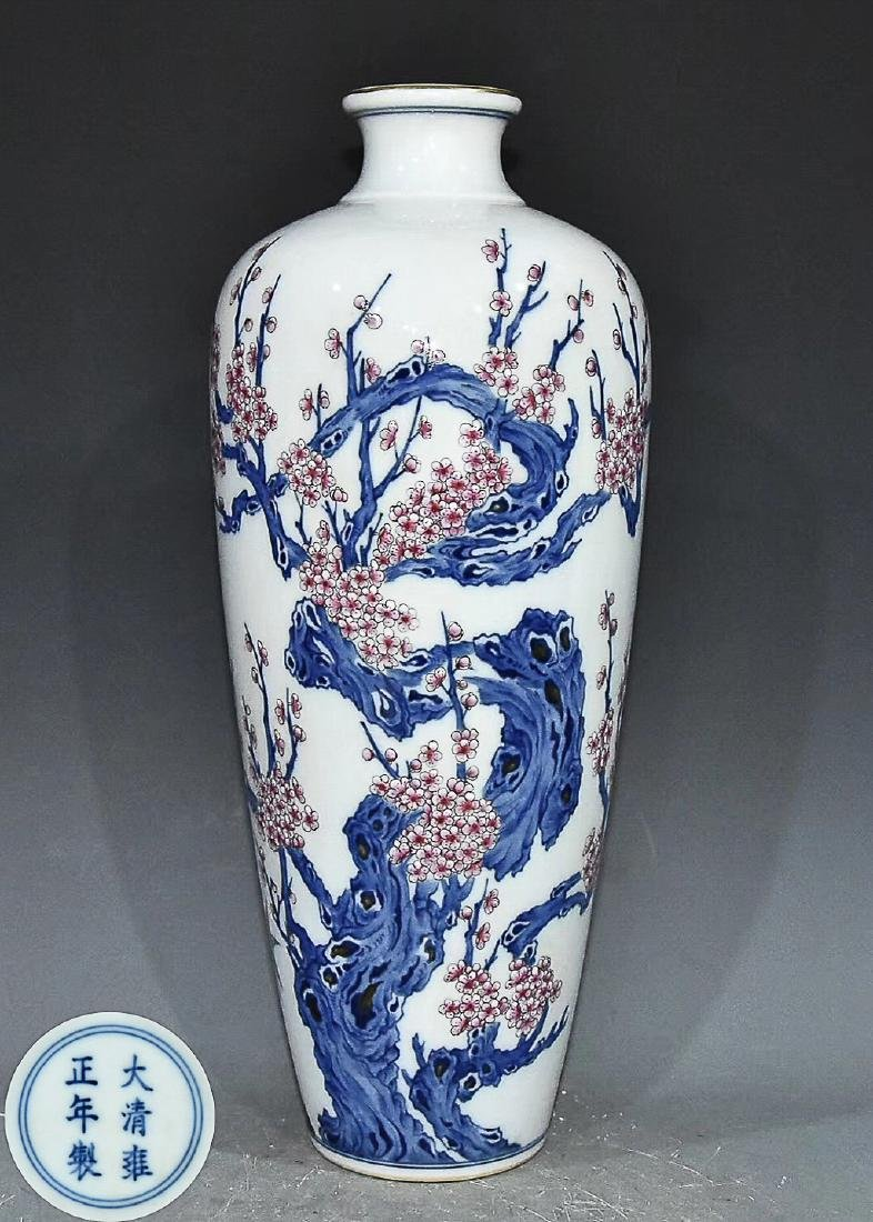 QING YONGZHENG DYANSTY A BLUE AND WHITE MEI VASE WITH