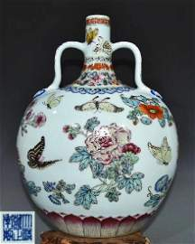 QING YONGZHENG DYANSTY A FAMILLE ROSE FLAT VASE WITH