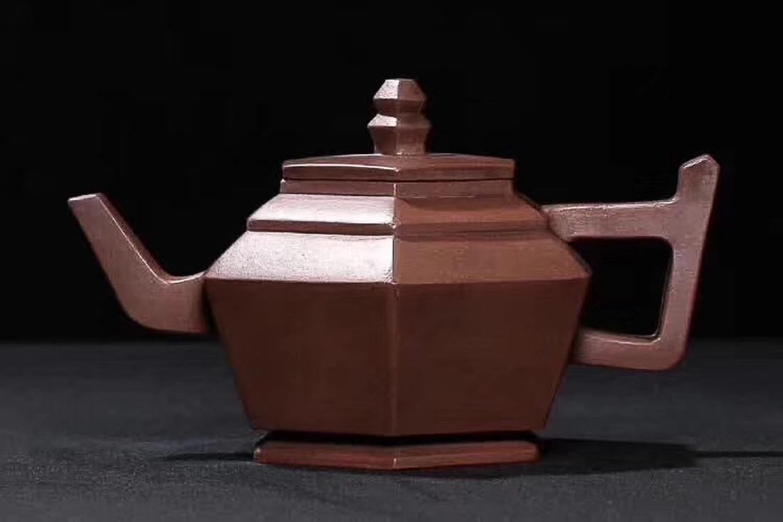 A TIEHUAXUANZHI MARK OLD RED CLAY TEAPOT, REPUBLIC OF