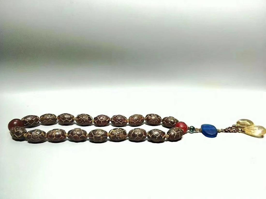 A RED AMBER BEADS PENDANT