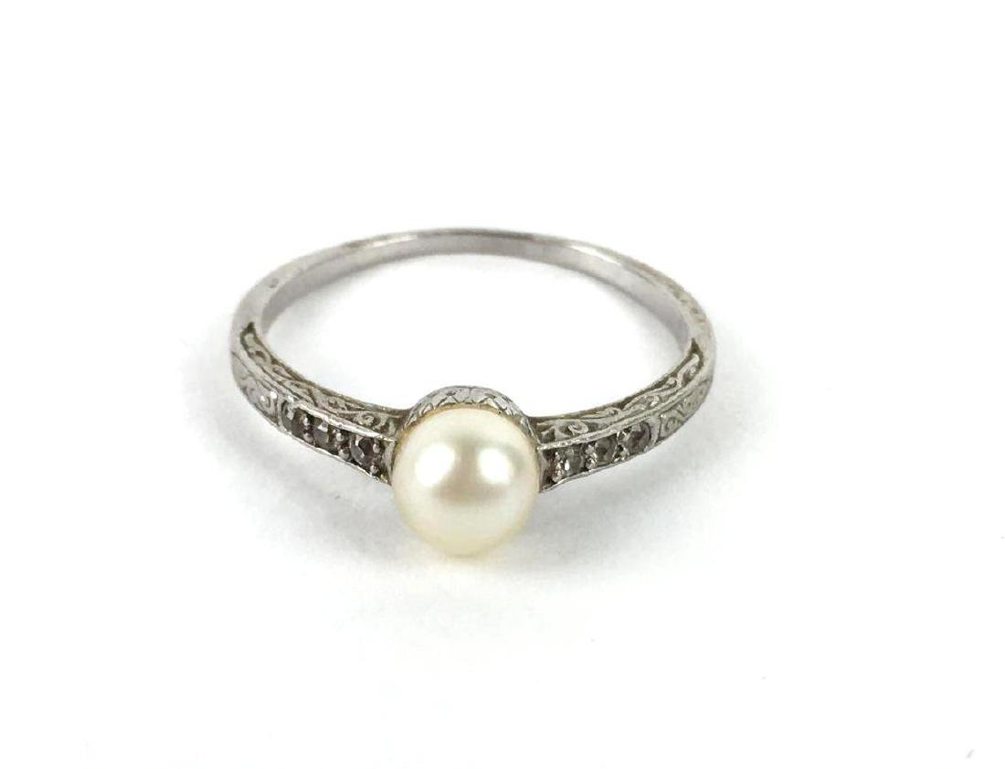 10K White Gold And Pearl Band